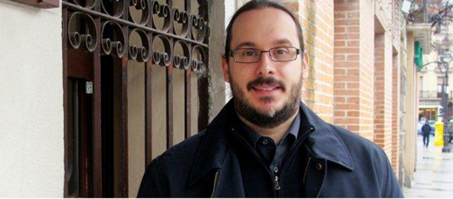 Diego Palacio recibe el premio Alonso de Santos por 'Última transmisión'