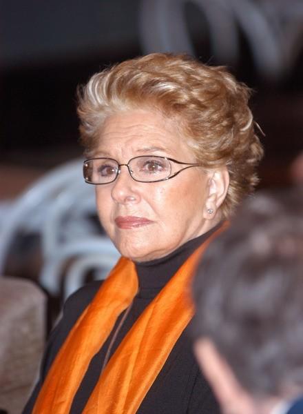 El Calderón homenajea a Lola Herrera con la Medalla de Embajadora del centro.