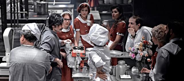El CDN estrena 'La cocina'. Sergio Peris-Mencheta dirige a 26 intérpretes