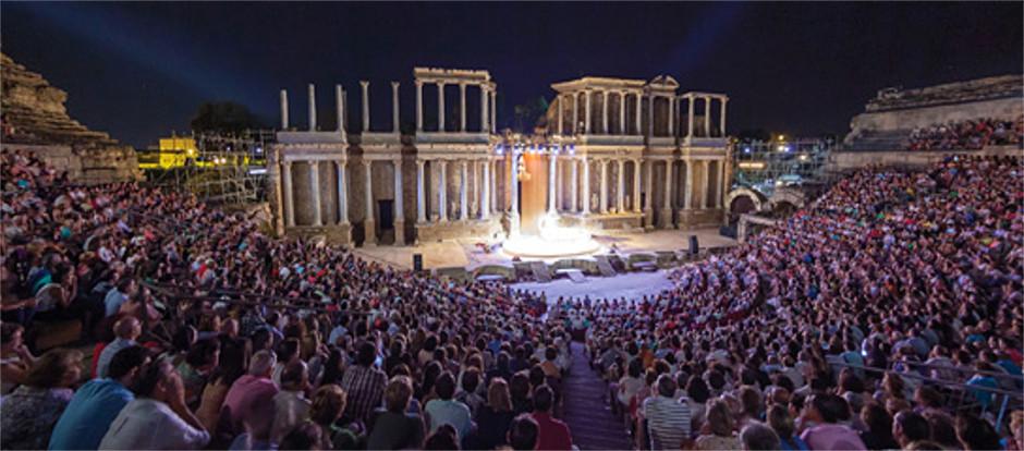 Jesús Cimarro seguirá al frente del Festival de Teatro de Mérida