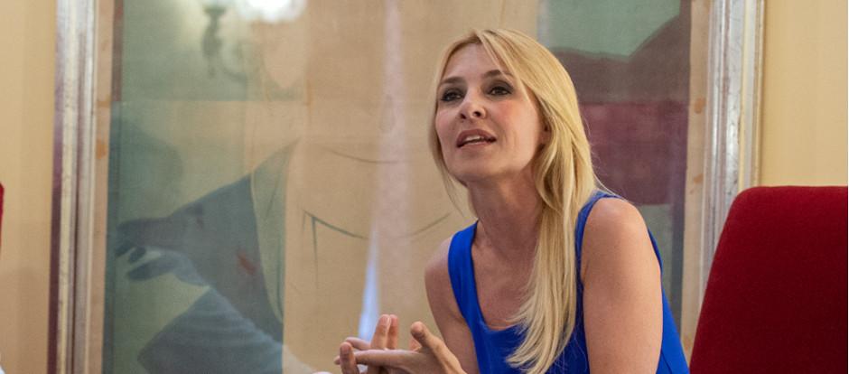 La actriz Cayetana Guillén Cuervo inaugura en Zaragoza el ciclo de conversaciones 'Los debates del Principal'