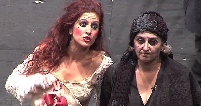 La 'Madre coraje' de Atalaya reina en los Premios del Teatro Andaluz