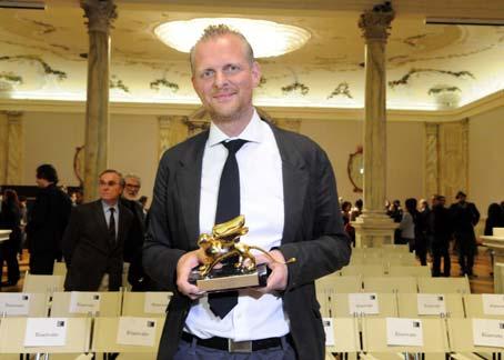 Thomas Ostermeier recoge el León de Oro de la Bienal de Venecia.