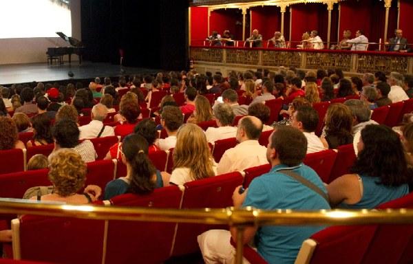 Un estudio de microeconomía analiza los gustos de los asistentes al teatro